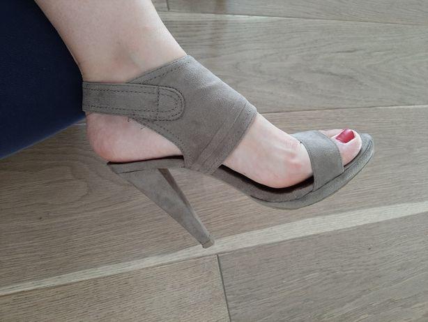 Wysokie zamszowe sandaly do kostki rozm. 39