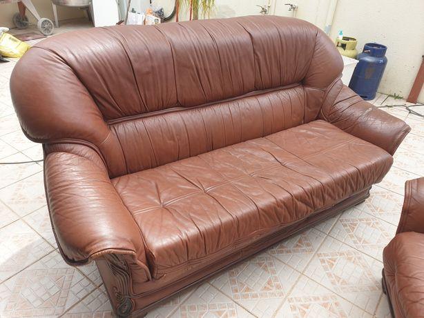 3 sofas em pele genuína