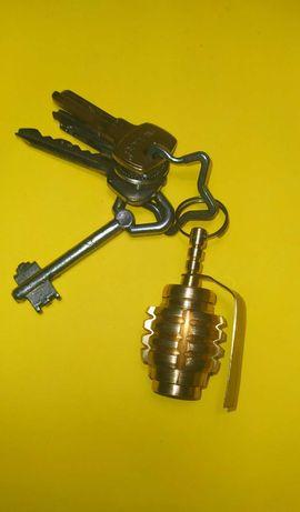 Сувенир брелок лимонка колпак напас приспособление для курения