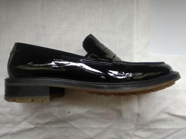 Взуття шкіряне, лаковане