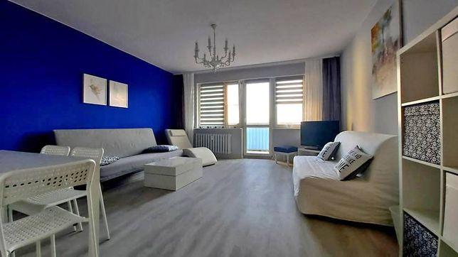 Pokój z balkonem, mieszkanie dla studentów lub osób pracujących