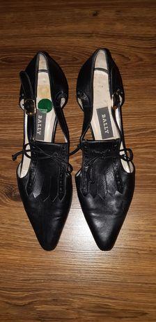 Шкіряні модні туфлі
