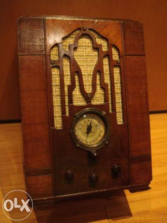 Radio antigo a valvulas ZENITH  a trabalhar