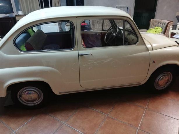 Carro clássico Fiat