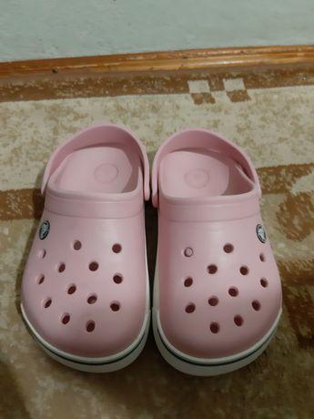 Фирменные Crocs для девочки