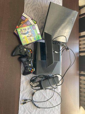 Xbox 360 + kinekt + 2pady + 3gry + pułka