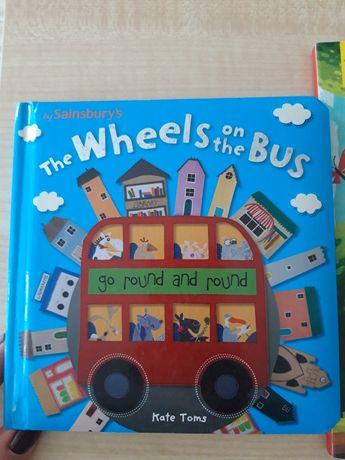 Книга на английском языке.  Детская книга с окошками на русском языке.