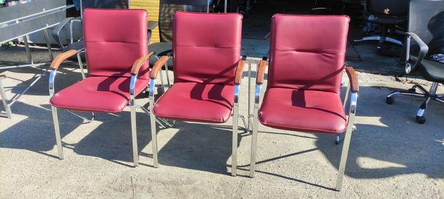 Продам стулья 3 бордовых и 1 черное