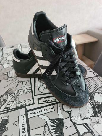 Buty Adidas młodzieżowe roz. 39