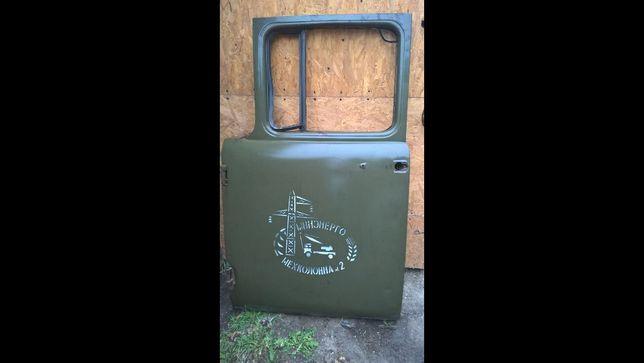 Дверь зил 130  СССР  б у но в  хорошем состоянии.Бампер газ 24 зад.