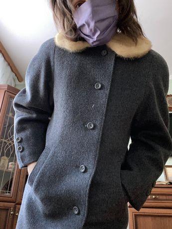 Зимнее пальто с норковым воротом. Р. 46-48