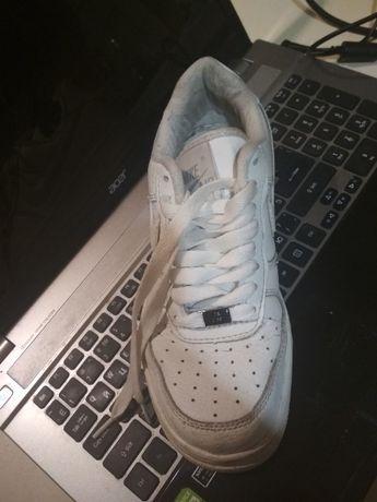 Кросівки білі шкіряні, б/у
