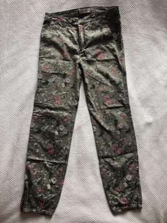 Spodnie damskie w kwiaty