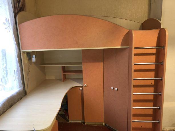Детская Кровать Чердак со столом .Кровать детская.Стол,шкаф,кровать