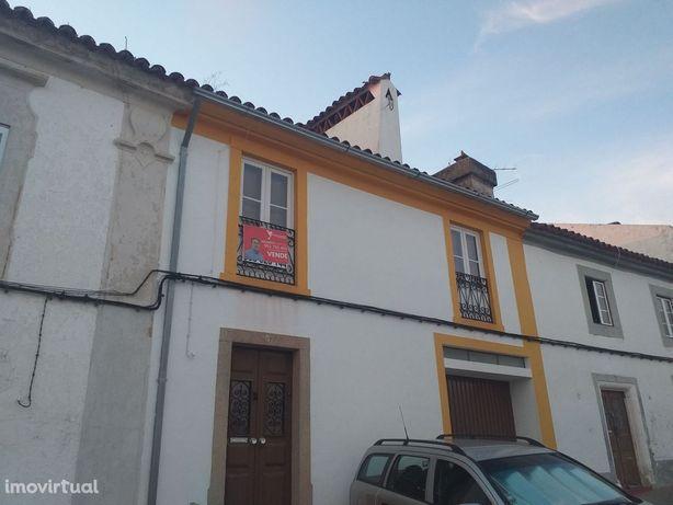 Moradia na aldeia de Alagoa