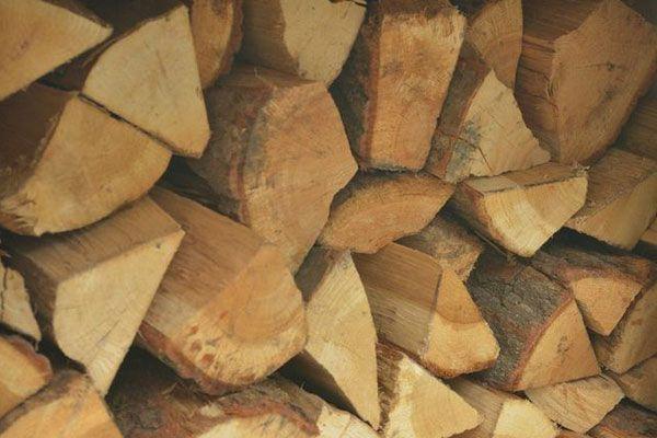 Drewno kominkowe opałowe lisciaste bardzo wydajne sezonowane.