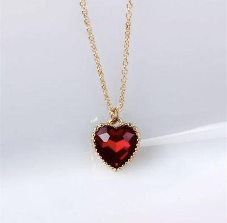 Naszyjnik z czerownym sercem