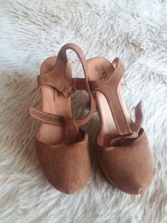 Sapatos 35 tapadas