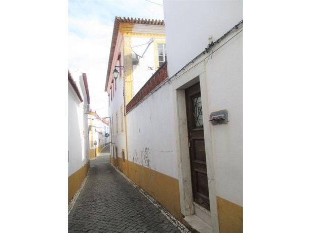 Prédio para remodelação no Centro de Vila Viçosa
