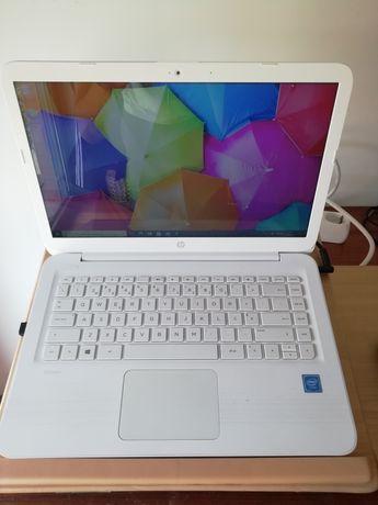 Vendo portátil, impressora, rato tudo marca HP e ofereço mesa para PC
