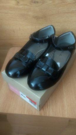 Туфлі лакові нові гарні