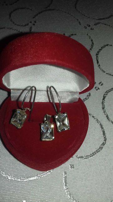 Sprzedam  komplet biżuterii.
