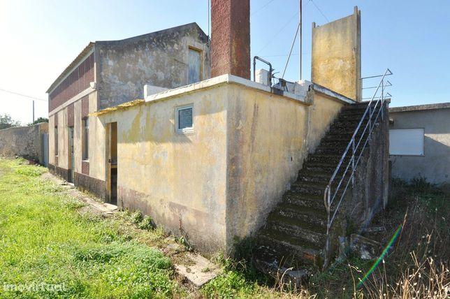 Moradia com Quintal para Remodelar em Quiaios