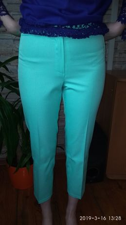 Miętowe spodnie chinosy r. 38