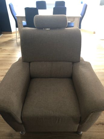 Fotel w kolorze beżowym