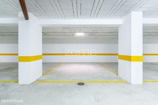 Venda de 18 lugares de Garagem - Junto ao Hospital Santos Silva