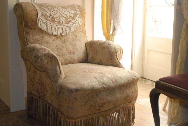 Poltrona sofá cadeirão, antiga, em bom estado, com molas
