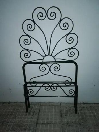 Cama de ferro antiga