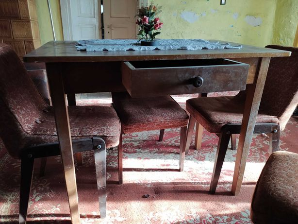 Stary drewniany stół z szufladą do renowacji