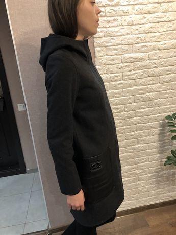 Пальто женское с карманами под кожу