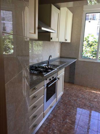 Vende-se apartamento T2 Olival Basto