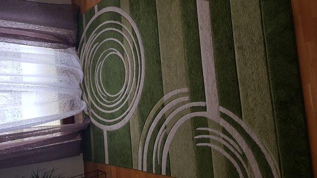 Duży, zielony dywan 240x330