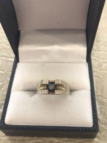 Золотой перстень с бриллиантами и сапфиром (женский)