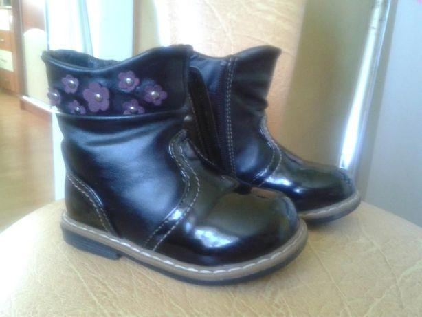 Buty kozaki kozaczki lakierowane eleganckie czarne rozmiar 22