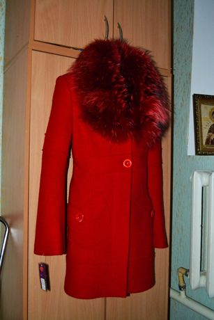 Пальто новое с нат мехом