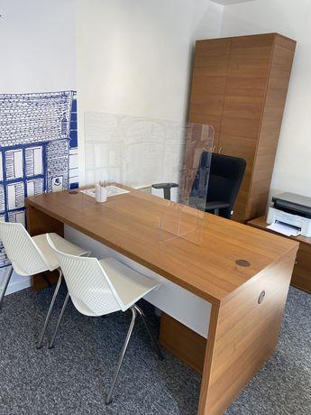 Meble biurko szafa białe krzesła komplet