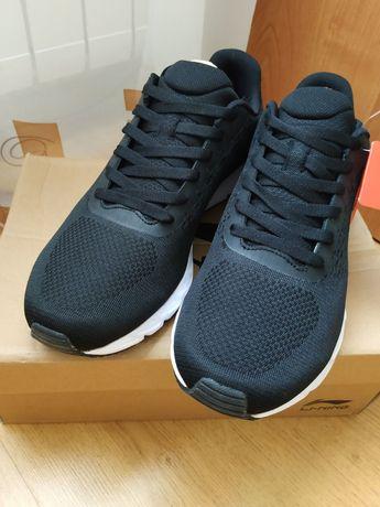 Новые Чорные кроссы от Li-ning