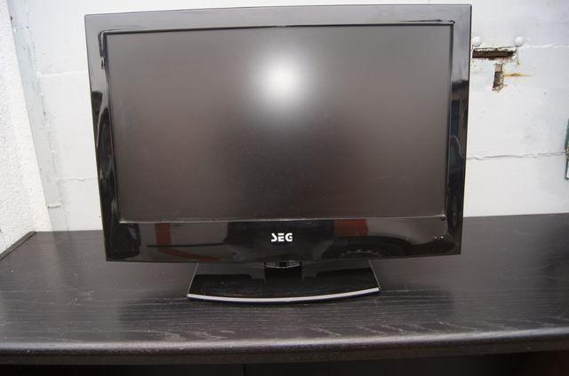 Sprzedam Uszkodzony Monitor TV z DVD i Tunerem cyfrowym SEG 21,6 Cali