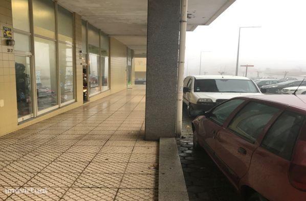 Garagen e estacionamento em Santa Maria da Feira, Lourosa
