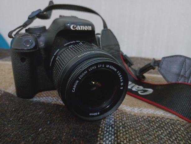 Цифровий фотоапарат EOS 600D