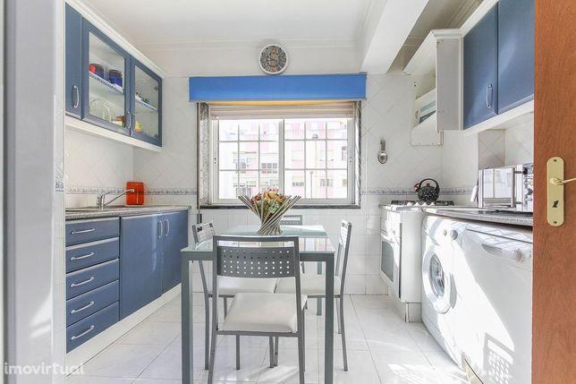 Apartamento T2 para arrendamento localizado na rua Minas da Borralha,