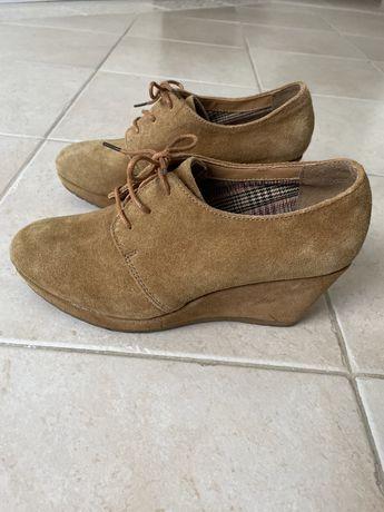 Sapatos n.37 em pele/ couro