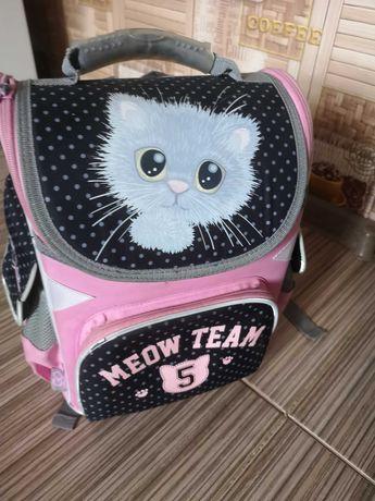 Рюкзак для девочки с ортопедической спинкой