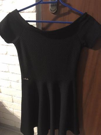 Czarna sukienka dekold lodka