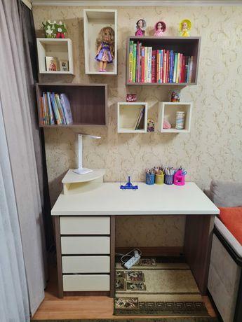 Письменный стол плюс полки