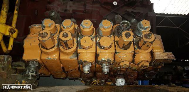 Divisor Hidráulico Retro escavadora Case 580 K / SK / SLE